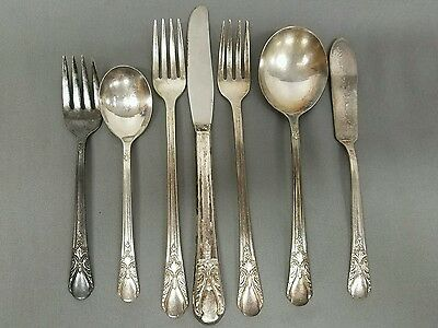 """Vintage 1940 """"Avalon-Cabin"""" Silver plate Pattern by WM Rogers MFG. CO 78 Pieces"""