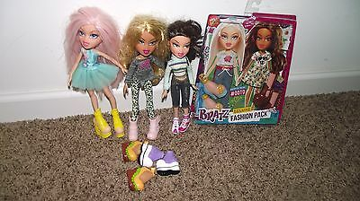 Lot of Bratz dolls shoes and Deluxe fashion pack