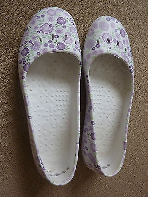 Floral Patterned Garden Shoes - Size 7 - (More Like A Size 6)