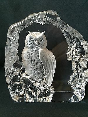 Signed Mats Jonasson 33166 Royal Krona Eagle Owl Glass Paperweight Sculpture