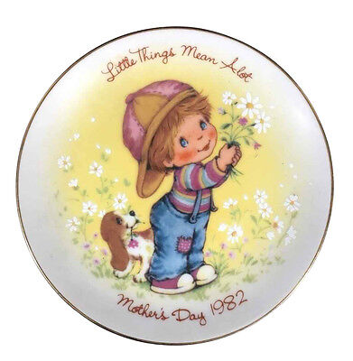 Vintage LITTLE THINGS 1982 Mothers Day Plate AVON Love Gift Collector Plate