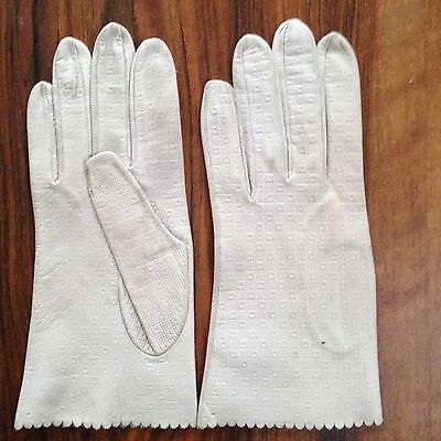 Vintage ladies' fine leather gloves with structure pattern, size S