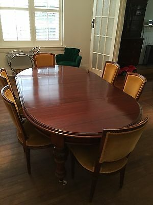 Circular Cedar Dining Table With 2 Leave Extensions And 6 Late Victorian Chairs