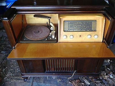 1950s Philips gramophone in wooden cabinet - radio and record player