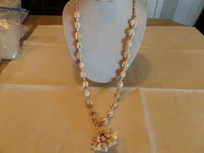 Vintage Sea Shell Flower Necklace