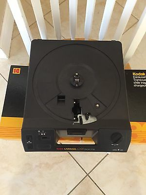 Kodak Carousel 4200 Projector with 140 & 80 slide trays & manual & remote Works!