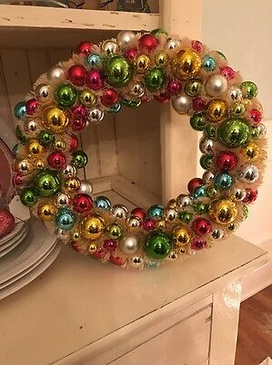 Vintage Bottlebrush Wreath White with Multi Color Bulbs (A)
