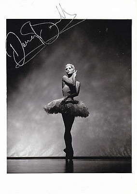 DARCEY BUSSELL EARLY HAND SIGNED PHOTOGRAPH 7 x 5