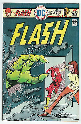 1975 The Flash #236 (5.5/FN-) *FREE SHIPPING