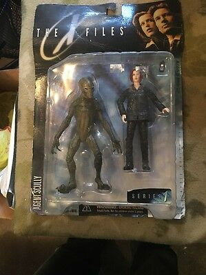 The X Files Series 1 Agent Sculls Fight The Future Figures Nib