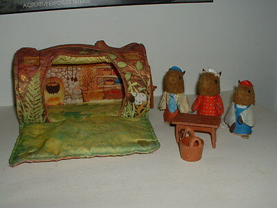 Vintage 1979 Fisher Price #960 Woodsey Squirrel Family Log House
