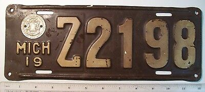 1919 Michigan Passenger License Plate Z2198 with State Seal