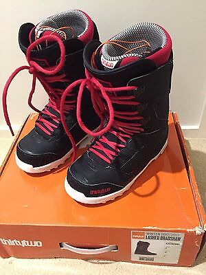 32 Lashed Snowboard Boots Mens 9US