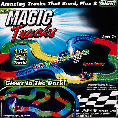 MAGIC TRACKS Glow in the Dark LED LIGHT UP RACE CAR Bend Flex AS SEEN ON TV 2016