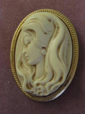 Vintage Kenneth Lane 1960S High Relief Molded Cameo & Gold Frame Pin/ Pendant