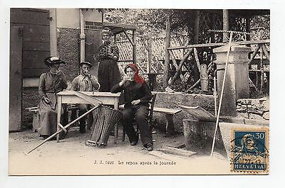 SUISSE SWITZERLAND Canton du VALAIS  CHAMPERY foulards rouges le repos