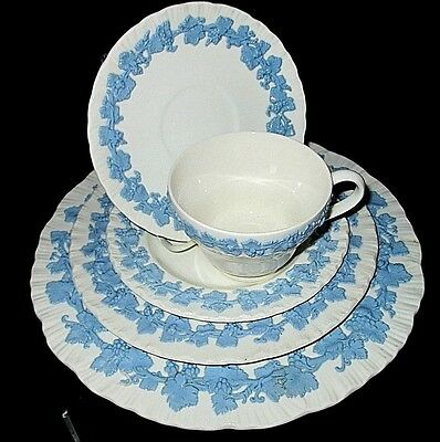 England Wedgwood China Queens Ware Lavender On Cream 5 Piece Place Setting ** 13