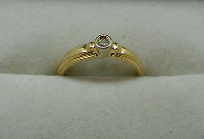 A Very Nice Vintage 18ct GOLD DIAMOND SOLITAIRE RING