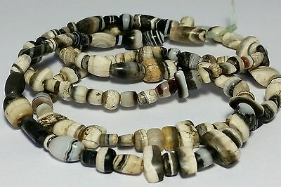 A LARGE STRAND OF ANCIENT RARE BANDED KING SOLOMONS AGATE BEADS (130 beads)
