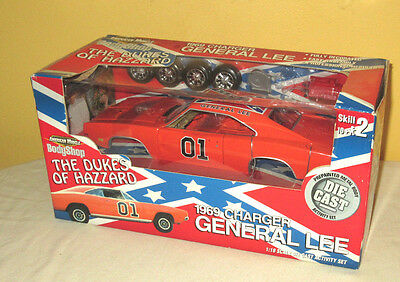 Dukes of Hazzard 1:18 Die Cast Activity Set Body Shop 2001 Racing Champions Ertl