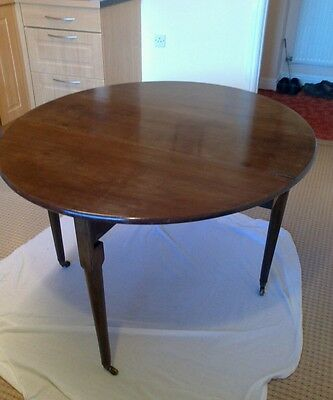 Lovely Antique Georgian Mahogany Gateleg Drop Leaf  Oval Table.unrestored.