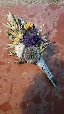 BUTTONHOLES Bespoke Wedding Dried Flowers. MADE IN ANY COLOUR. Thistle Daisy