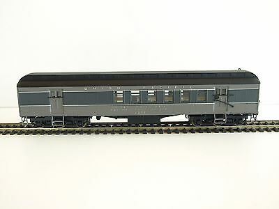 Walthers RTR Trainline HO 60' Heavyweight Coach. Union Pacific, RPO