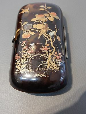 Case lacquered in gilt and red and inlaid with mother pearl with finches JAPAN