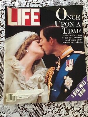 Life Magazine Feb.1993 A Royal Photo Collection 12 Years Of Prince Charles/Diana