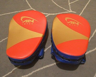 New Curved Focus Pads With Boxing Gloves Hook and Jab Punch Bag Kick MMA