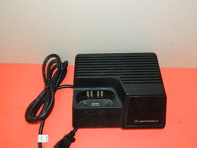 Motorola Ntn4734A Battery Charger With Power Cord