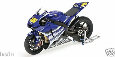 Minichamps 1:12 - Rossi 2007 Jerez Test Bike + Have Sepang Test Bike & Figures