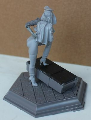 girl woman soldier scale 90 mm resin kit