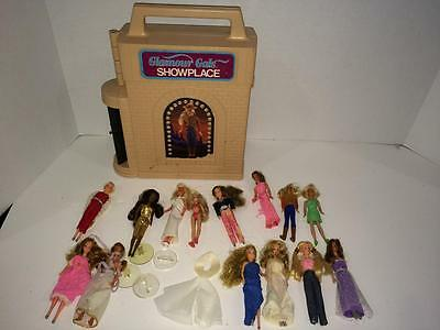 Lot of 15 Glamor Girls and showplace carry case Kenner 1980's