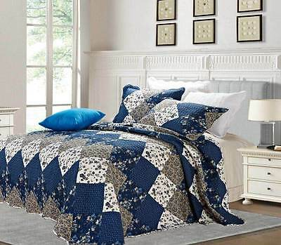 Beautiful Floral Vintage Patchwork Quilted Bedspread / Throw With 2 Pillow Cases
