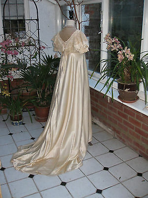 ANTIQUE BALL GOWN IN SILK SATIN, early 20th C., period, theatrical costume
