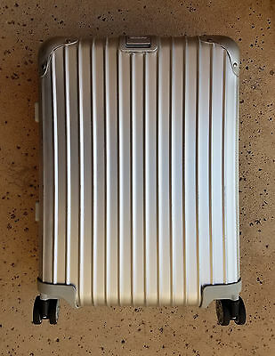 """New! Rimowa 'Topas' 22"""" Cabin Multiwheel® Carry-On Suitcase Silver MSRP $995"""