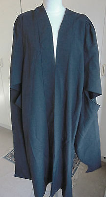 Vintage university graduation gown black polyester Ryder & Amies Cambridge L