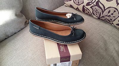 New in box Clarks Artisan Navy Blue Leather Shoes ,Size 5