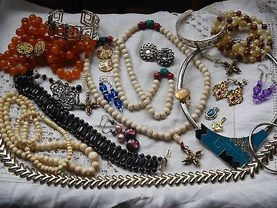 Lovely Huge Job Lot of Vintage 1950s/60s/70s Costume Jewellery