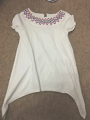 Girls White Top T Shirt With Sequin Zig Zags At The Neck Size 7 Years