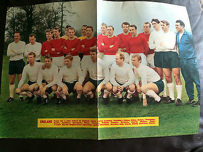 Team Group Photo Poster  - England 1966 Issued By Football Monthly