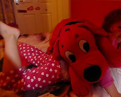 Huge Laying down Clifford The Big Red Dog Toy Biggest I have seen advertised Vgc