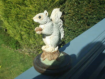 COUNTRY ARTISTS Wildlife Figure SQUIRREL with PINE CONE - Langford '95 EXCELLENT