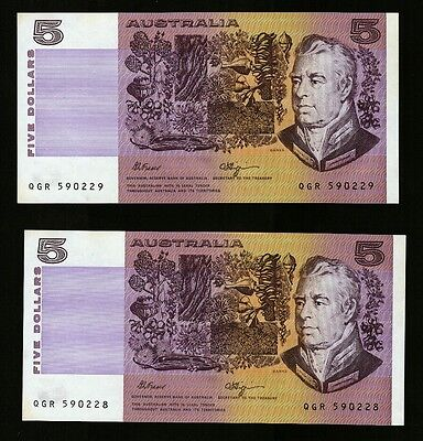 1990 Australia $5 - FIVE DOLLARS - Fraser/Higgins - Consecutive Pair Banknotes.
