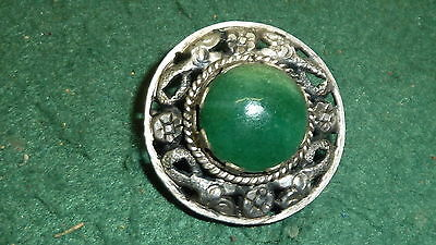 Vintage 32mm Round Art Nouveau 10g Silver Brooch with Green Jade Stone