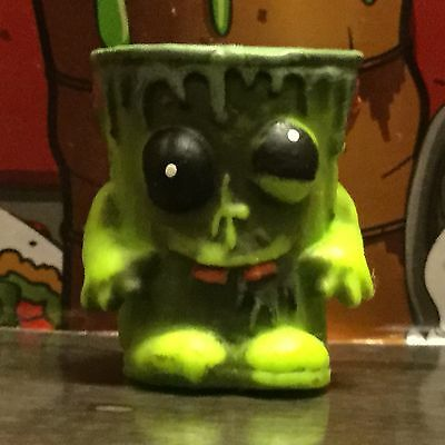 Trash Pack Exclusive Zombie Slime Bucket Trashie