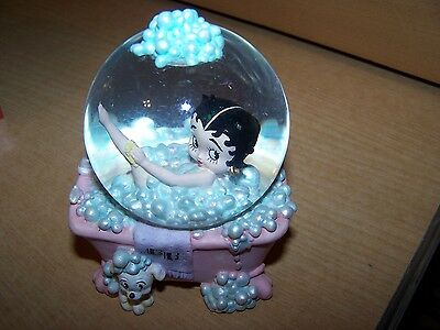 Betty Boop Water Globe 1999 Retired 6808 Pink Bathtub with glitter