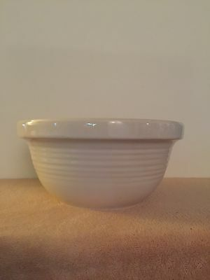 """Vintage White/Ivory Pottery Mixing Bowl - 9 1/4"""" - Ribbed Side - Unmarked"""
