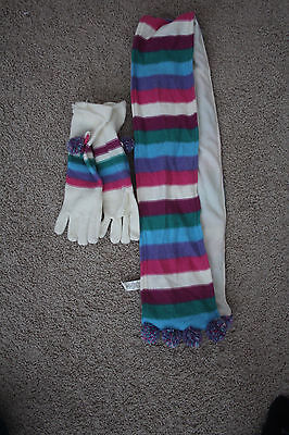 the childrens place scarf & glves set 10/12